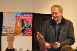 Gerd Haehnel bei einer Lesung in der Stadtbibliothek Mülheim